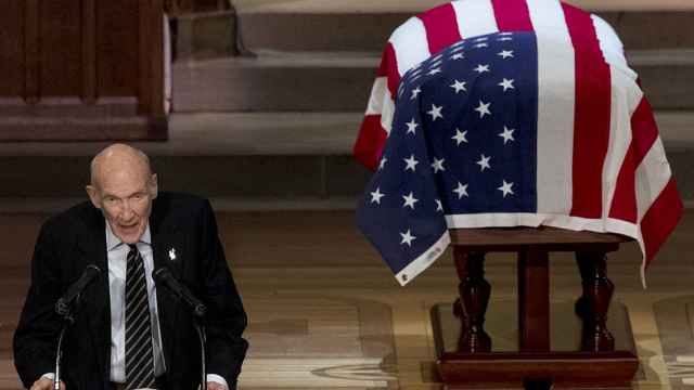 段子手!前议员葬礼上讲老布什趣事