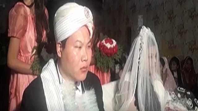 中国小伙迎娶外国新娘,表情亮了