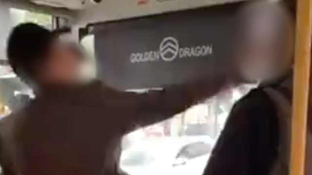 因公交上起冲突,司机突然掌掴老人