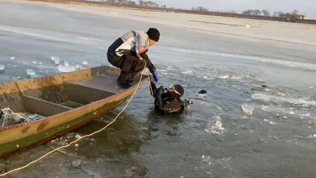 老汉捕鱼失踪1天,发现时人竟在冰下