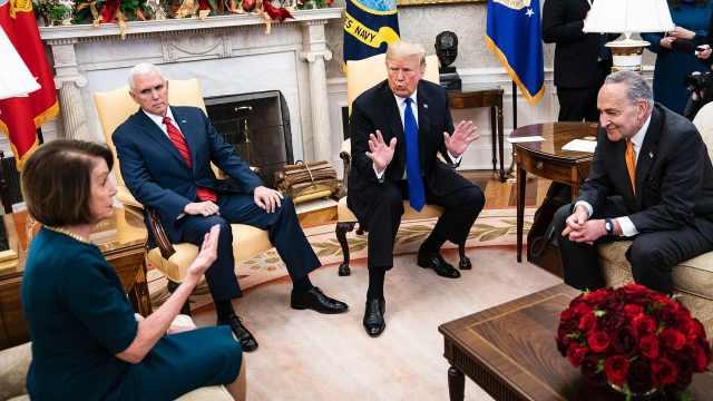 川普与民主党大吵:不建墙政府关门