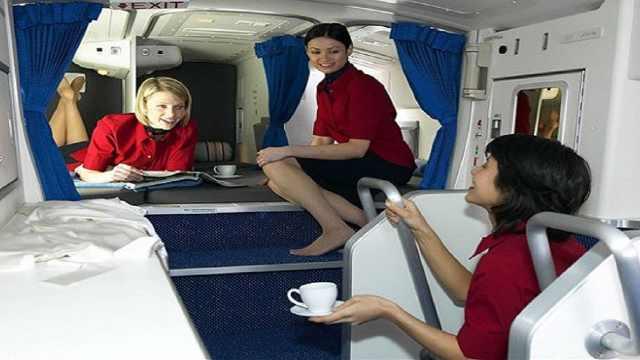 乘客跟空姐要联系方式,空姐会给吗