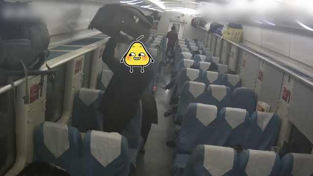 他火车上偷行李,指引失主下车追贼