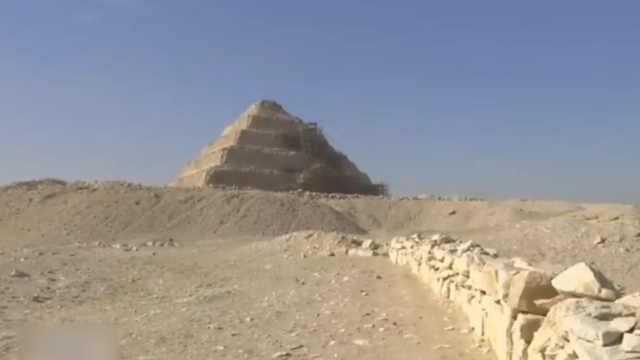 埃及发掘保存完好的原始墓穴
