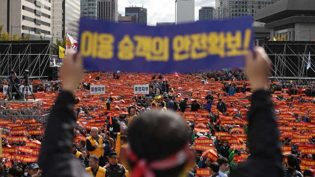 直播:抢生意!韩出租司机抗议