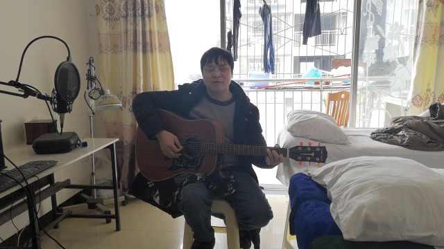 他3岁失明自学吉他,登上央视遇爱情