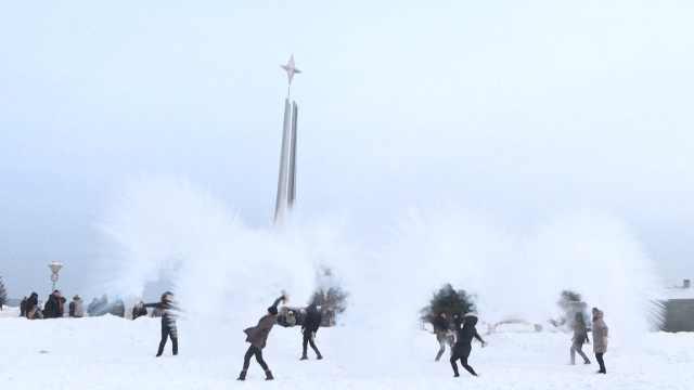 南方妹子游玩北极村:来体验寒冷