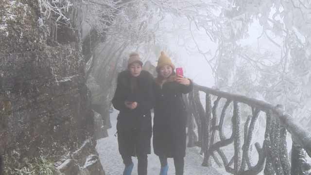 北方游客张家界看雪景:下的是冰!