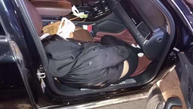 奥迪男撞人,疑把伤者藏车里求私了