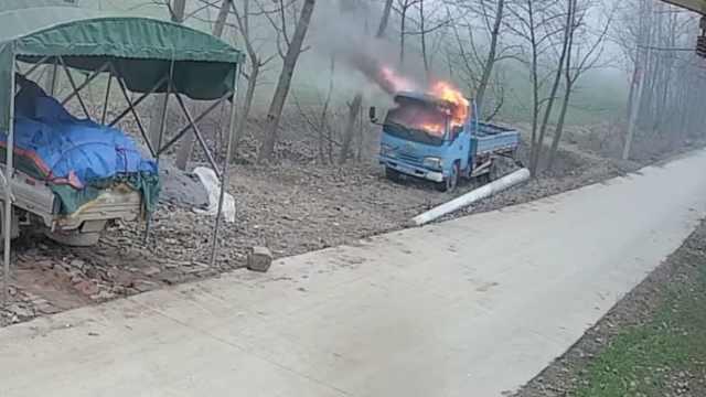 3熊孩子扔炮仗点燃货车,车头烧成壳