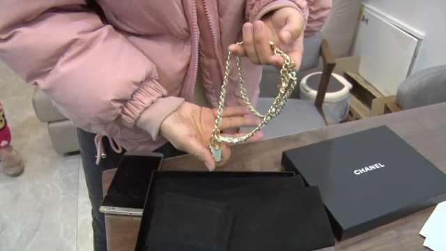 她卖项链被骗1.6万,还要给骗子发货