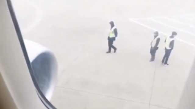 东航否认发动机被扔硬币:旅客没扔