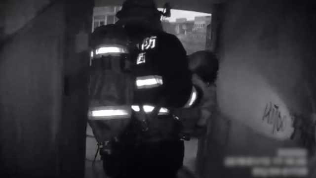 6岁女童被困火场,消防抱出狂奔送医