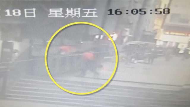 男子将龙凤胎扔垃圾桶,大妈:不是人