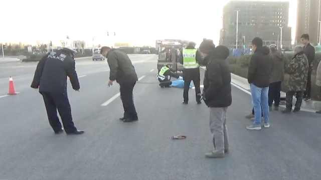 面包车撞倒6旬老人,老人当场身亡