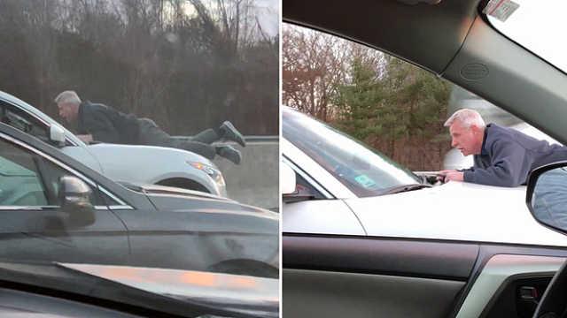 车被蹭,男子趴引擎盖阻拦逃跑司机