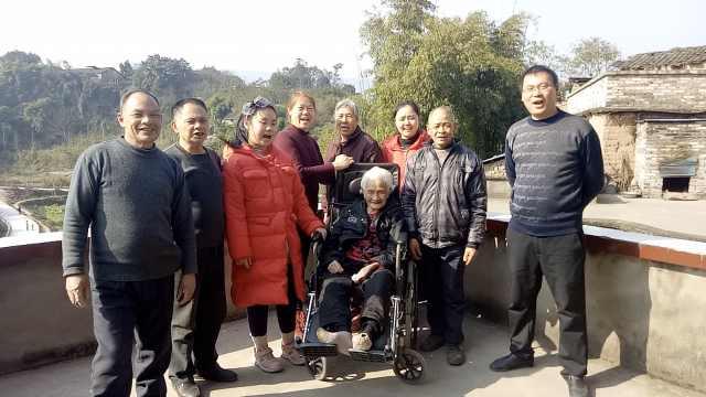 他们陪百岁母亲过春节:用陪伴尽孝