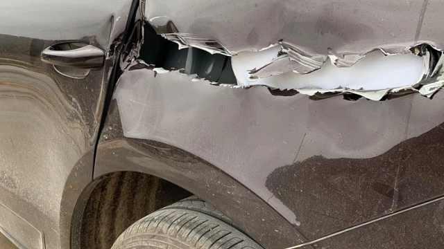 保时捷被环卫工撞烂,车主放弃索赔
