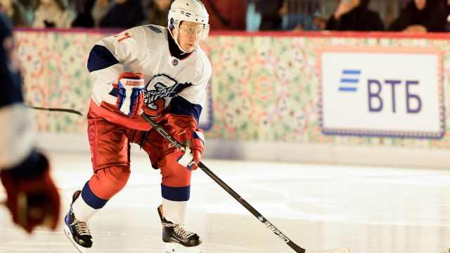 普京:我是冰球选手,以后可能打职业