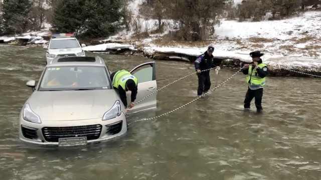 零下20度,民警趟水4小时救坠河轿车