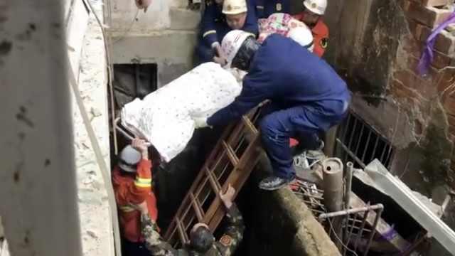 南昌一房屋坍塌,4名被困者全部获救