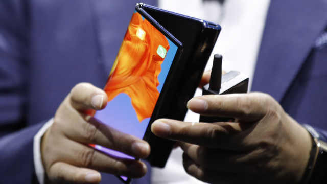 华为发布最快5G折叠手机,价格惊人
