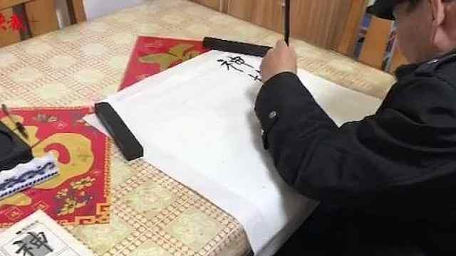 左手练字21年,偏瘫老人写漂亮书法
