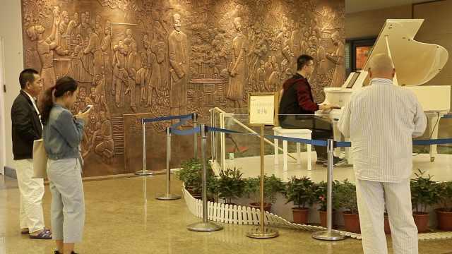 医院设钢琴公益演奏:缓解病人焦虑