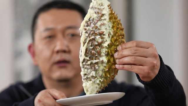第一次吃榴莲火锅,一口下去……