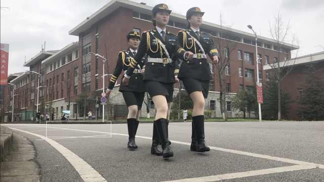 国旗护卫队争校花:没大长腿也很美