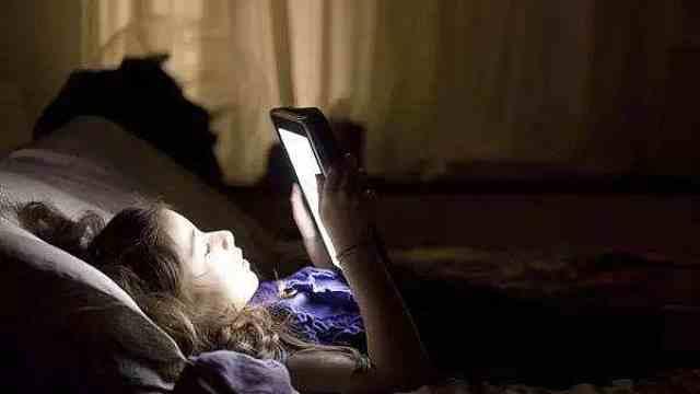 报复性熬夜有隐患:焦虑更伤身