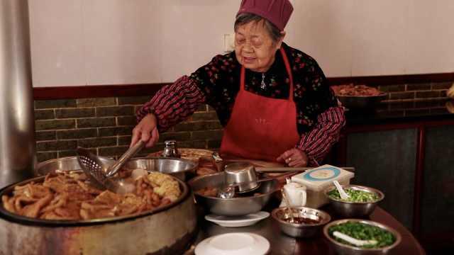 20种食材1锅煮!老太独自开店养家