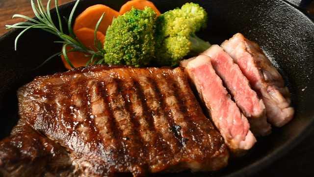 新研究:适量吃红肉也增加患癌风险