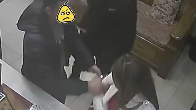 2醉汉宾馆调戏美女,被拒还打人袭警