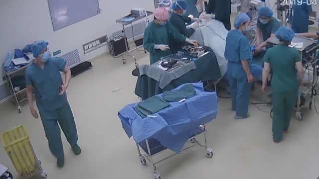 13岁女孩车祸急输血,医生轮流暖血