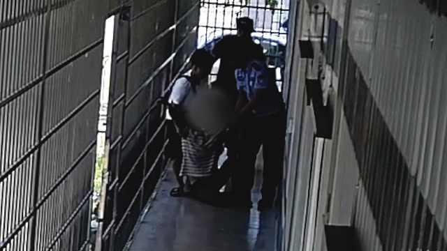 小伙列车偷2千元被抓,父亲伤心晕倒