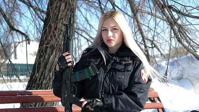 俄罗斯最美女兵出炉,普京近卫军