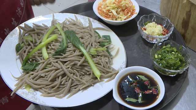 高原特有美食搓面鱼,食客吃上瘾