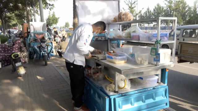 小伙做厨师,早上兼职卖煎饼果子