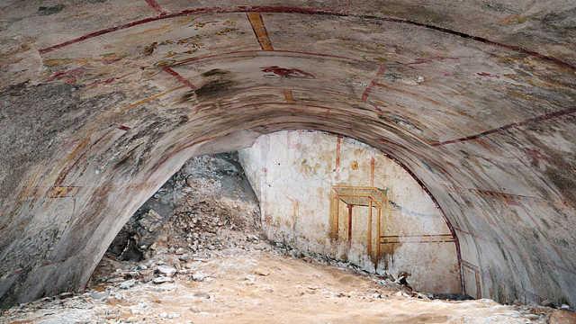 意工程队在古罗马金宫中发现密室