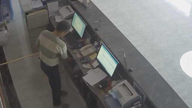 他偷钱后去派出所求助:手机没电了