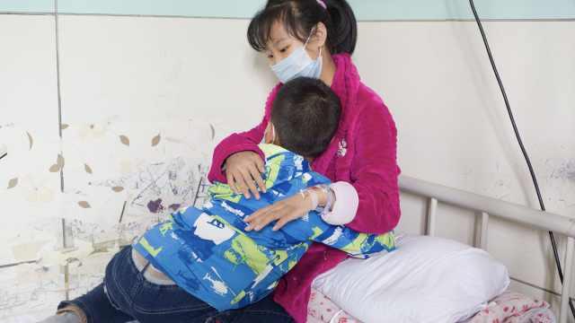 11岁弟每周乘车220里看病姐:想她活