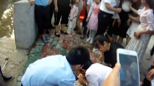 男童溺水呼吸停止,学医民警救一命