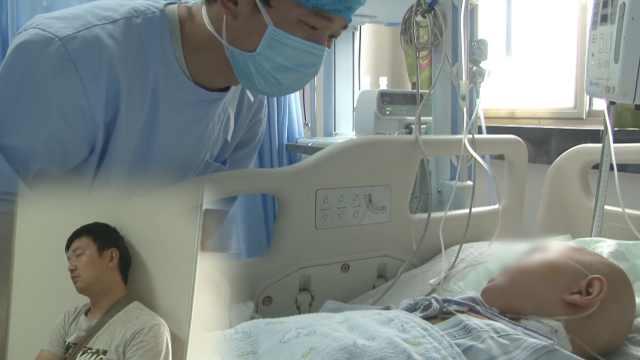 3岁女儿病重,夫妻吃馒头睡医院楼道