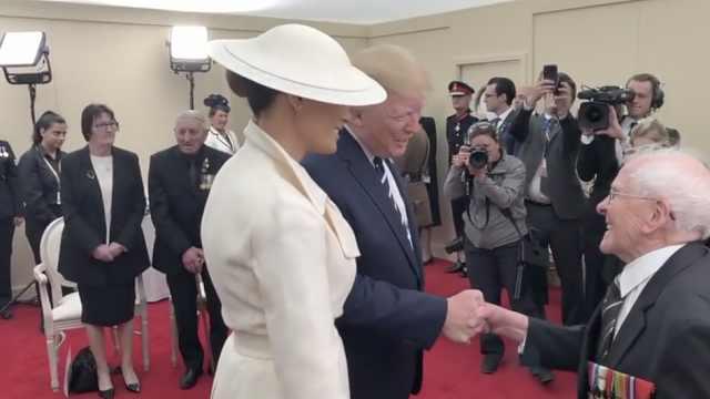 英国老兵当着川普的面这样说他老婆