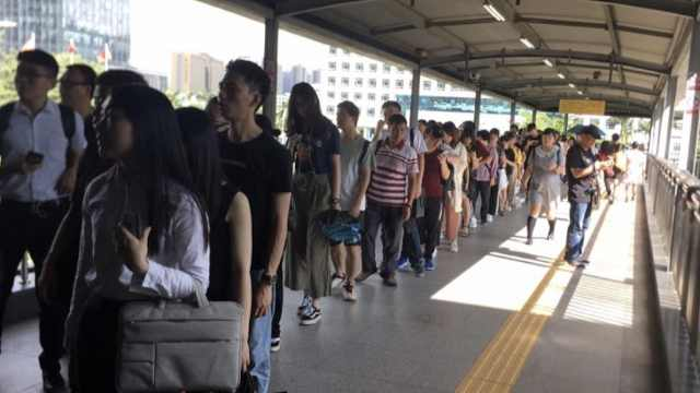 上班要迟到了!深圳地铁早高峰故障