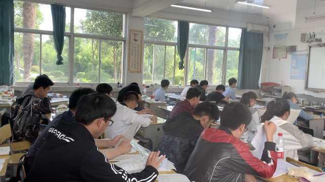考生高考前1小时坚持早读:有安全感