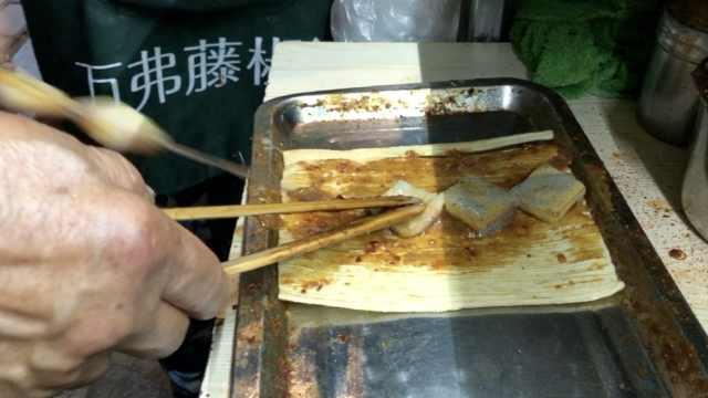 他家冷面包着臭豆腐:吃着回味无穷