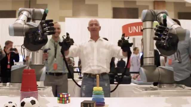贝索斯试玩全球首款远程触控机器手
