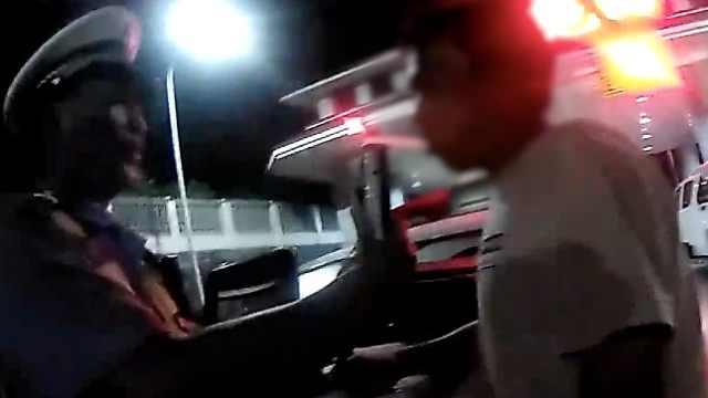 司机被查酒驾,一句话让民警笑弯腰